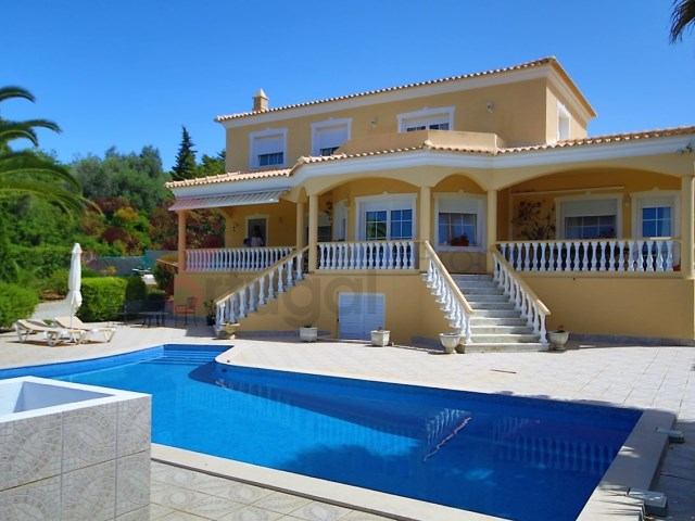 Spacious four bedroom villa with pool