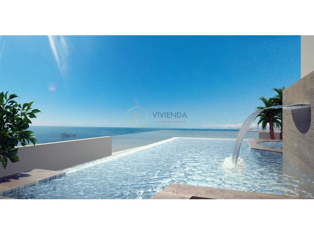 Jacuzzi Torrevieja.Sea Front Luxury Apartment With Communal Solarium Pool And