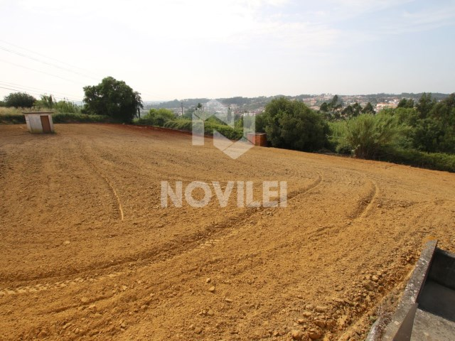 House with 3500 m 2 of urban land, drilling and well