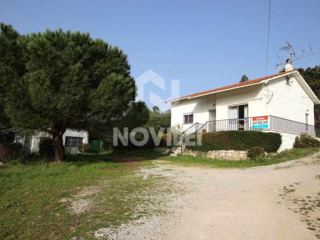 Detached house with land 1800m2 4 km from Fátima sanctuary and access to A1