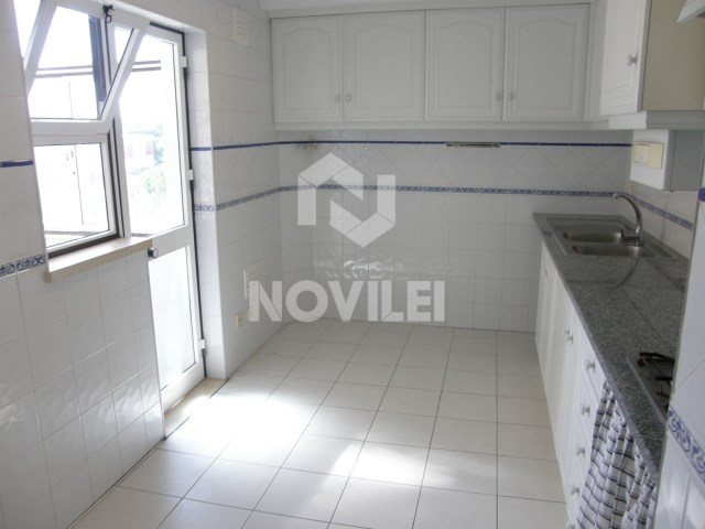 Very sunny apartment, equipped kitchen, garage and attic
