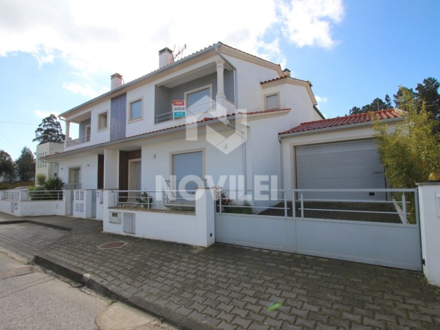 House 3 bedrooms Semi-new of ground floor and first floor with garage for 2 cars