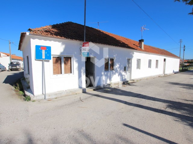 House 3 bedrooms of ground floor ready to move in close to the battle and porto de Mós