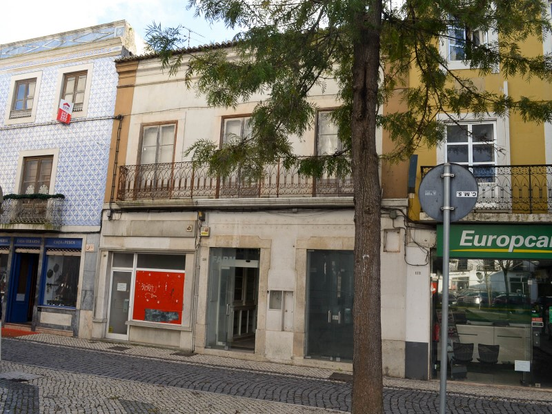 Old building, with great potential for Commercial Project and/or hotel for sale