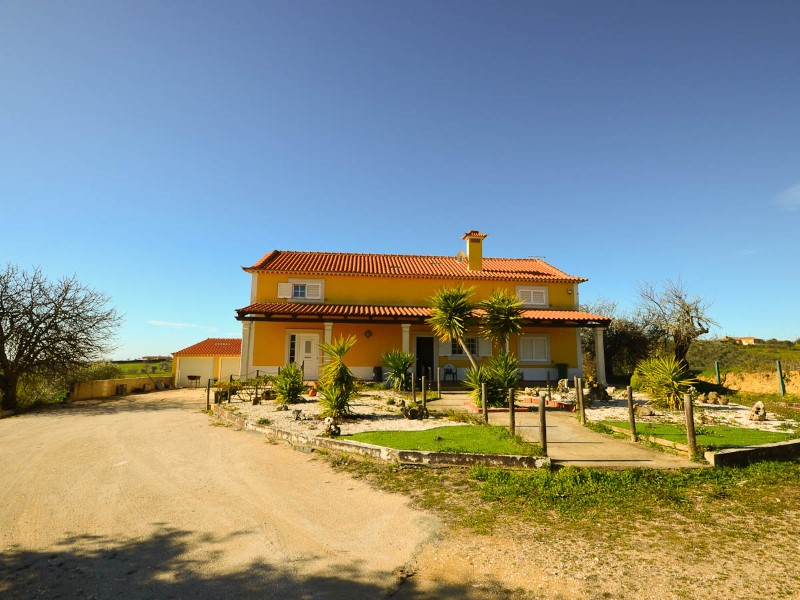 House 4 bedrooms with pool and Annex Land near Santarem, for sale