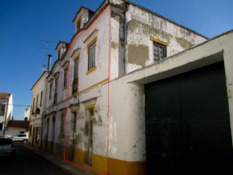 House 4 bedrooms of moth 2 Floors + Attic with, in the Centre of Coruche, for sale