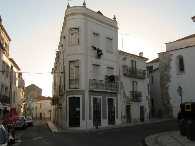 Building of 3 Floors with 2 Apartments, in the historic center, for sale
