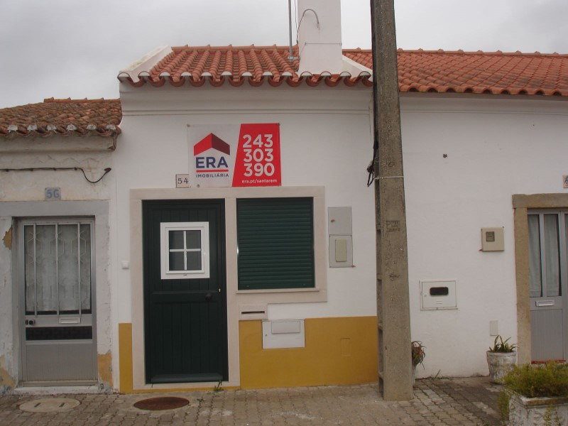 Villa T1 with Yard, in the lane next to Golegã, for sale