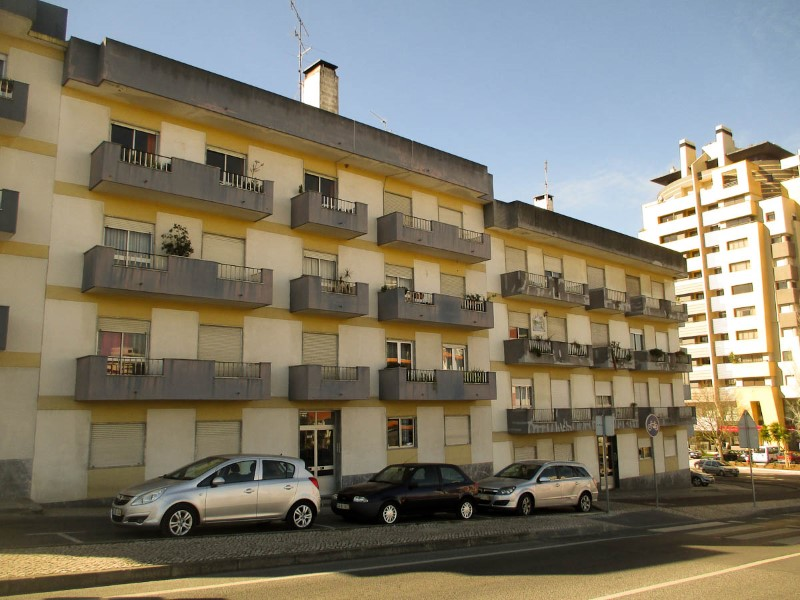 Apartment T4 with 148m2 gross area, close to the Hospital, for sale