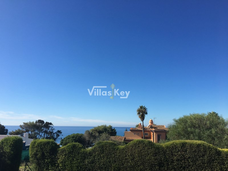 Fantastic in the cane land with sea view for sale