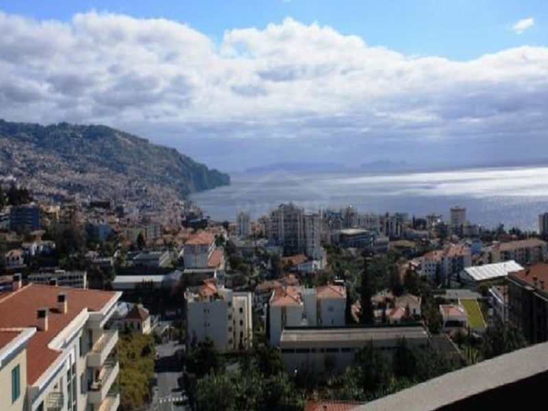 Three Bedroom Apartment Located Near The Center Of Funchal