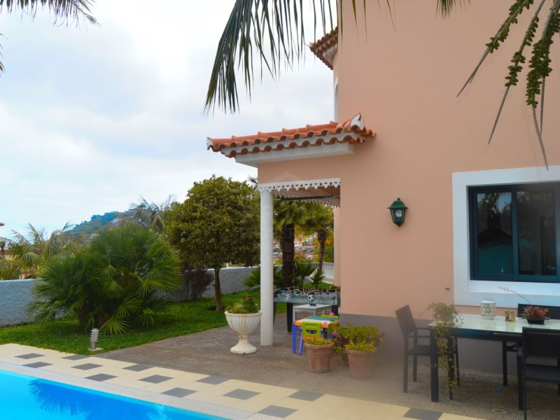 MAGNIFICENT, COMPLETELY PRIVATE four bedroom villa in Funchal