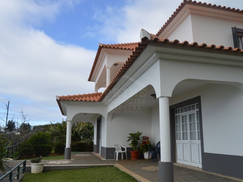 Beautiful detached 4 bedroom house in Calheta for Sale