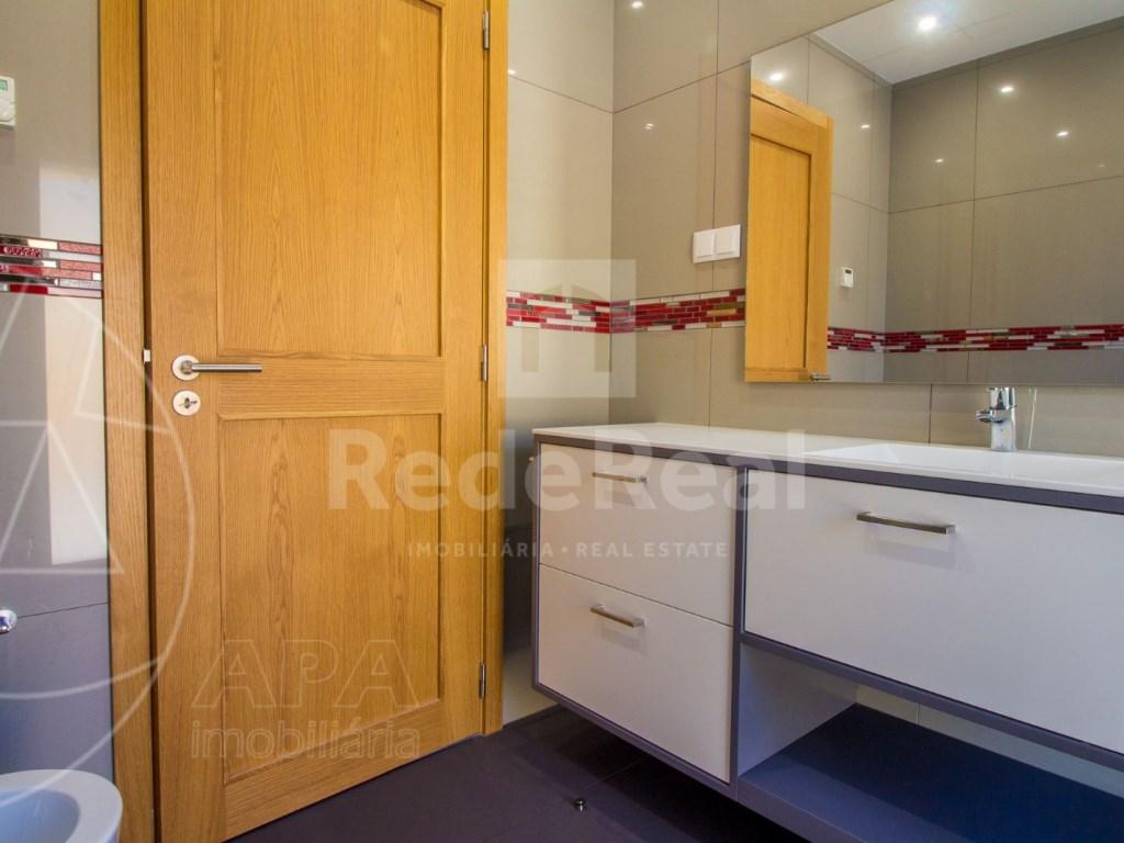 4 Bedrooms House in Santa Bárbara de Nexe (23)