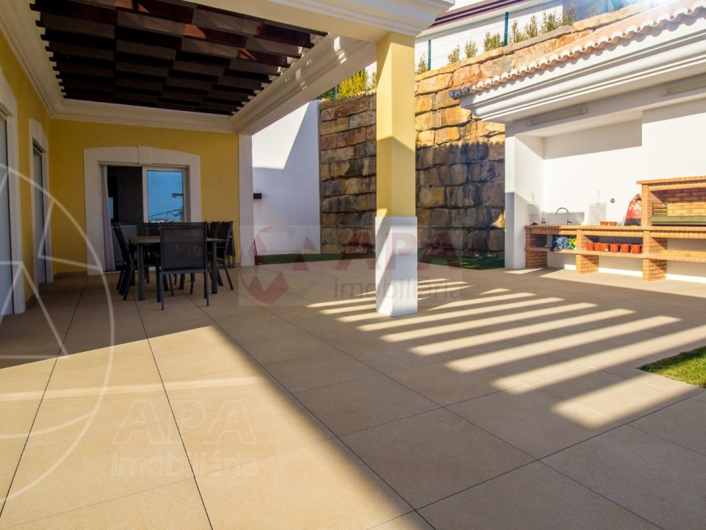 4 Bedrooms House in Santa Bárbara de Nexe (22)