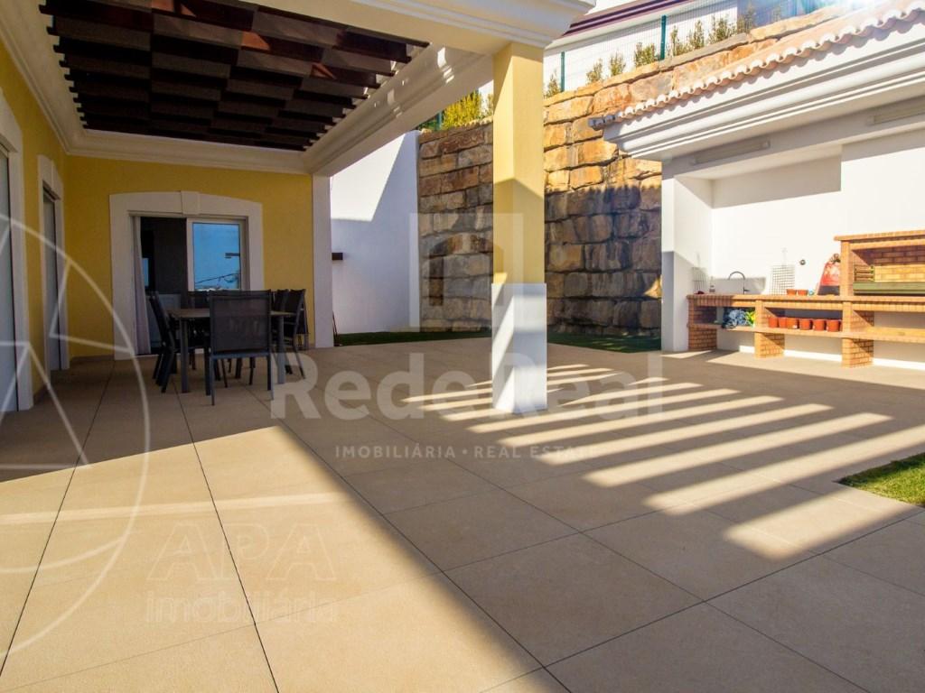 4 Bedrooms House in Santa Bárbara de Nexe (22)