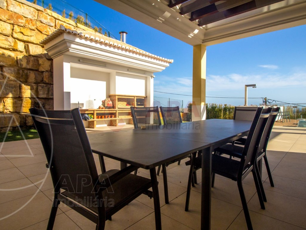 4 Bedrooms House in Santa Bárbara de Nexe (7)
