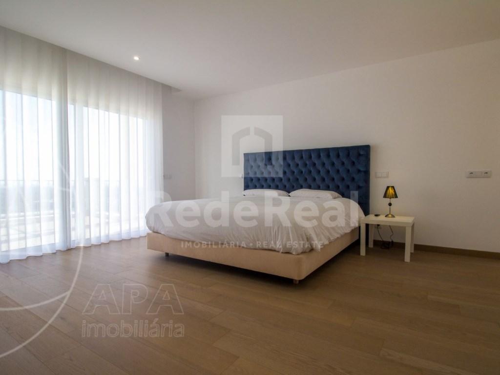 4 Bedrooms House in Santa Bárbara de Nexe (29)