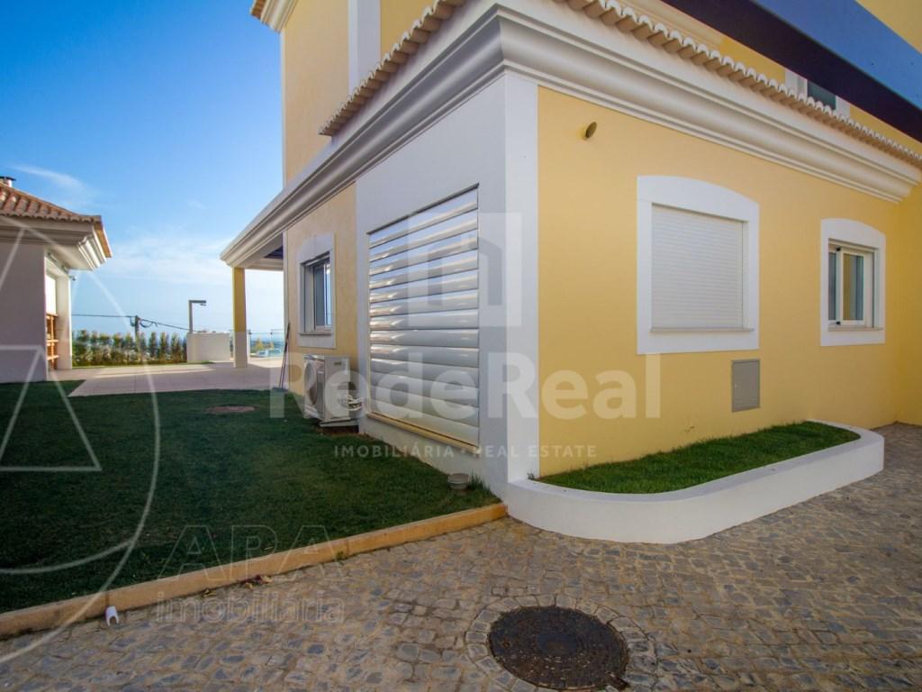 4 Bedrooms House in Santa Bárbara de Nexe (43)