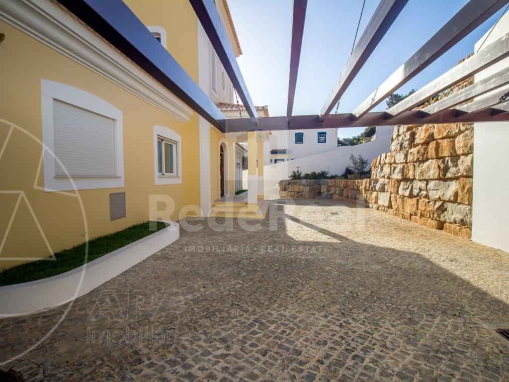 4 Bedrooms House in Santa Bárbara de Nexe (44)