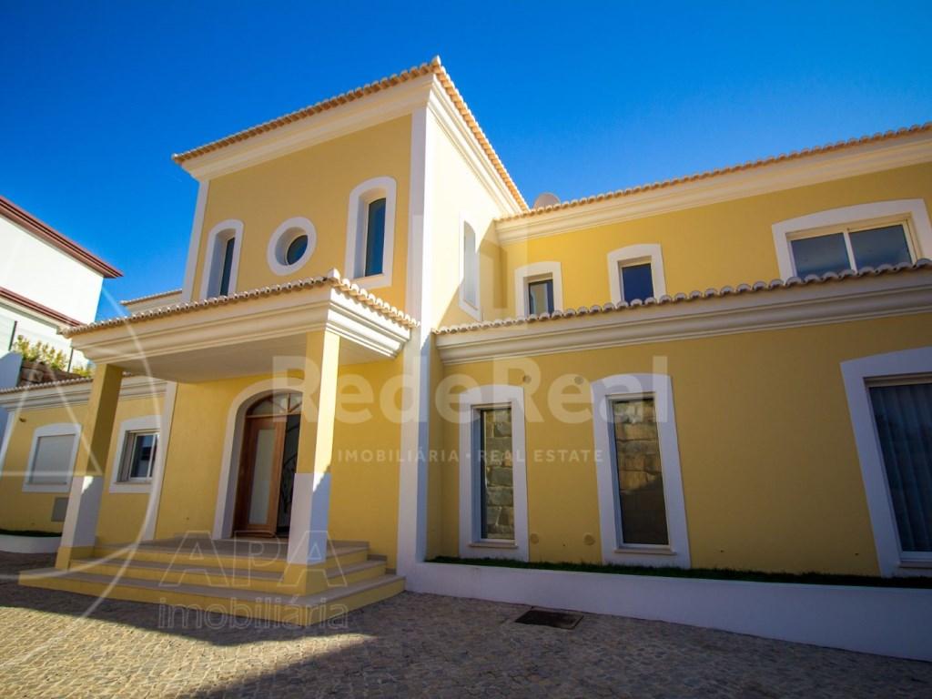 4 Bedrooms House in Santa Bárbara de Nexe (45)