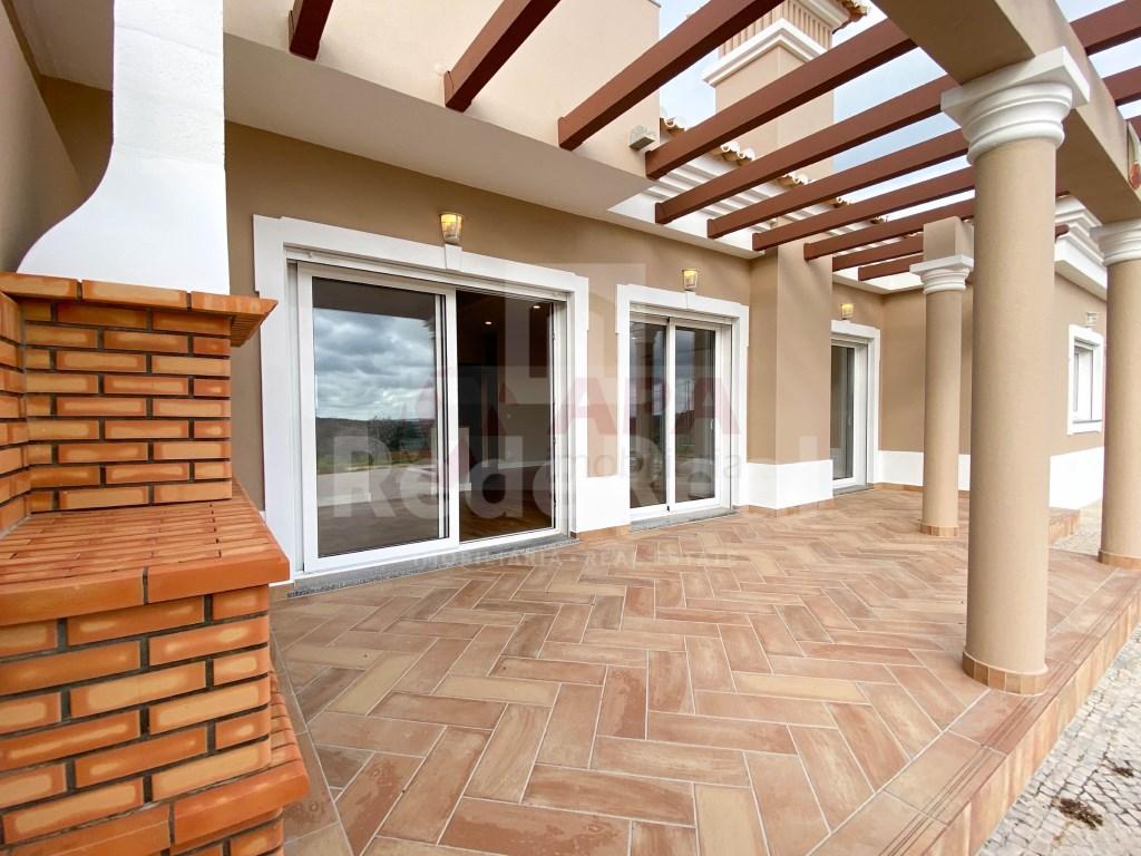 3 Bedrooms + 1 Interior Bedroom House in Santa Bárbara de Nexe (5)