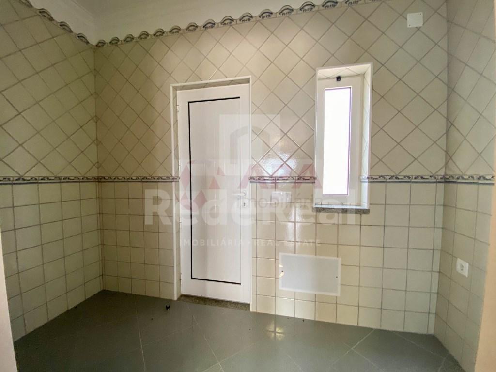 3 Bedrooms + 1 Interior Bedroom House in Santa Bárbara de Nexe (25)