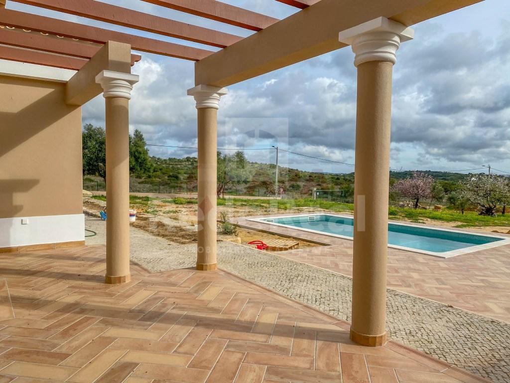 3 Bedrooms + 1 Interior Bedroom House in Santa Bárbara de Nexe (28)