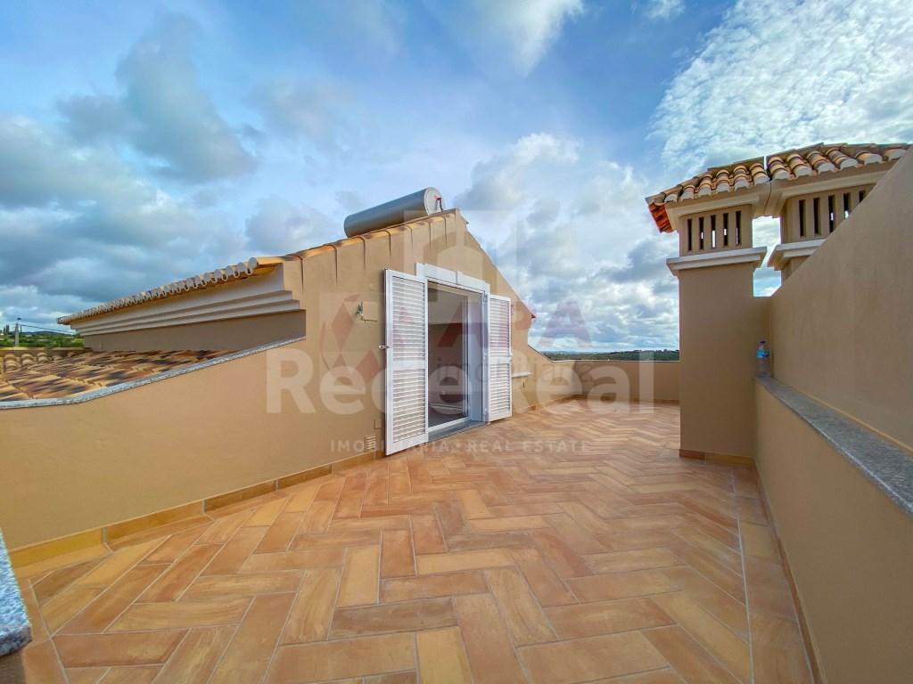 3 Bedrooms + 1 Interior Bedroom House in Santa Bárbara de Nexe (32)