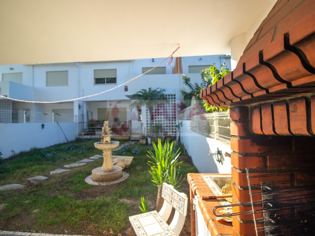 3 Bedrooms + 1 Interior Bedroom House in Faro (Sé e São Pedro) (2)