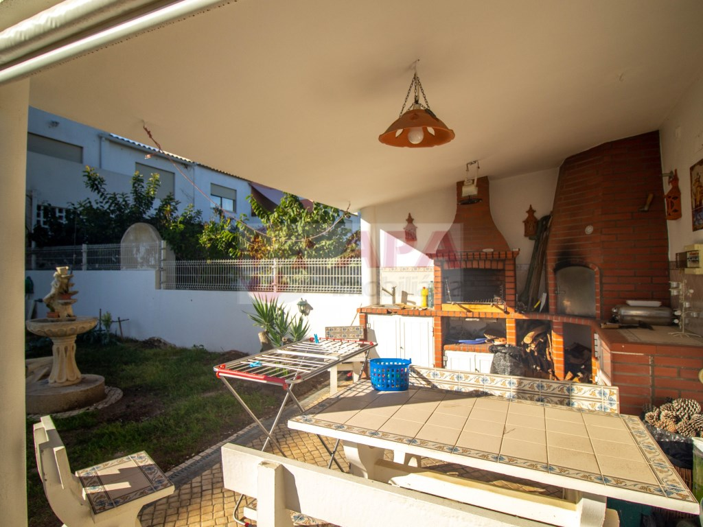 3 Bedrooms + 1 Interior Bedroom House in Faro (Sé e São Pedro) (4)