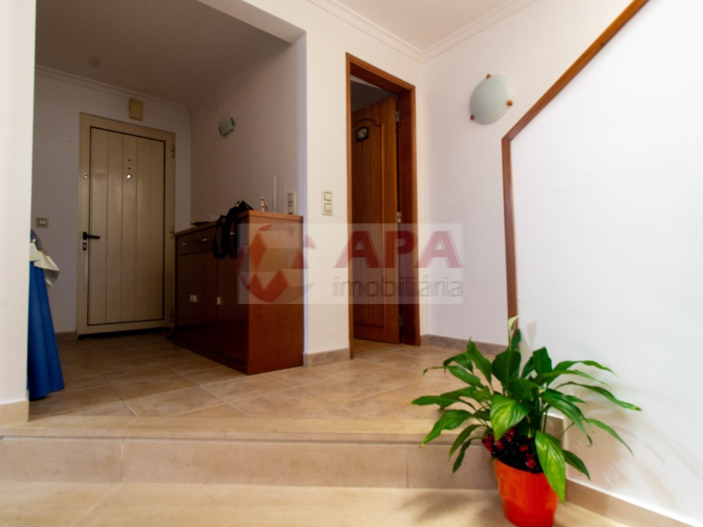 3 Bedrooms + 1 Interior Bedroom House in Faro (Sé e São Pedro) (5)