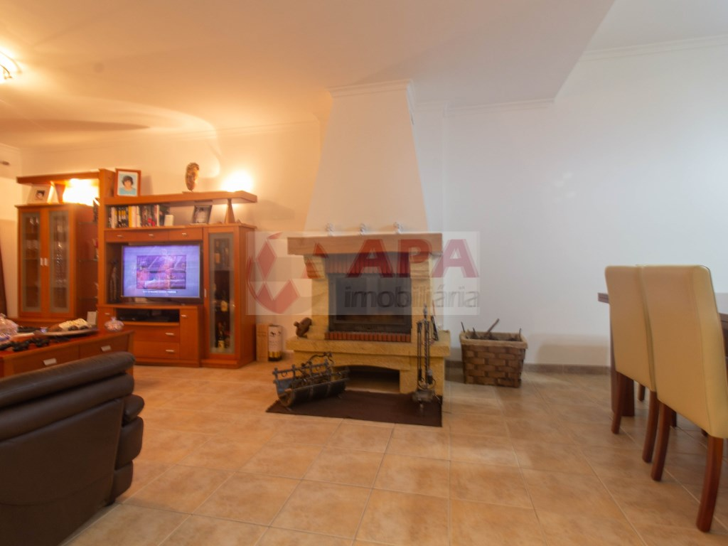3 Bedrooms + 1 Interior Bedroom House in Faro (Sé e São Pedro) (12)