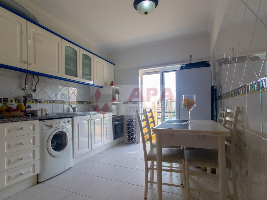 1 Bedroom + 1 Interior Bedroom Apartment in Faro (Sé e São Pedro) (4)
