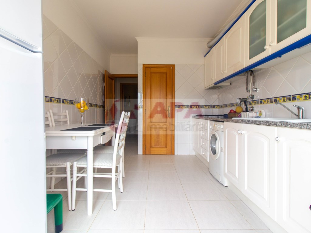 1 Bedroom + 1 Interior Bedroom Apartment in Faro (Sé e São Pedro) (6)