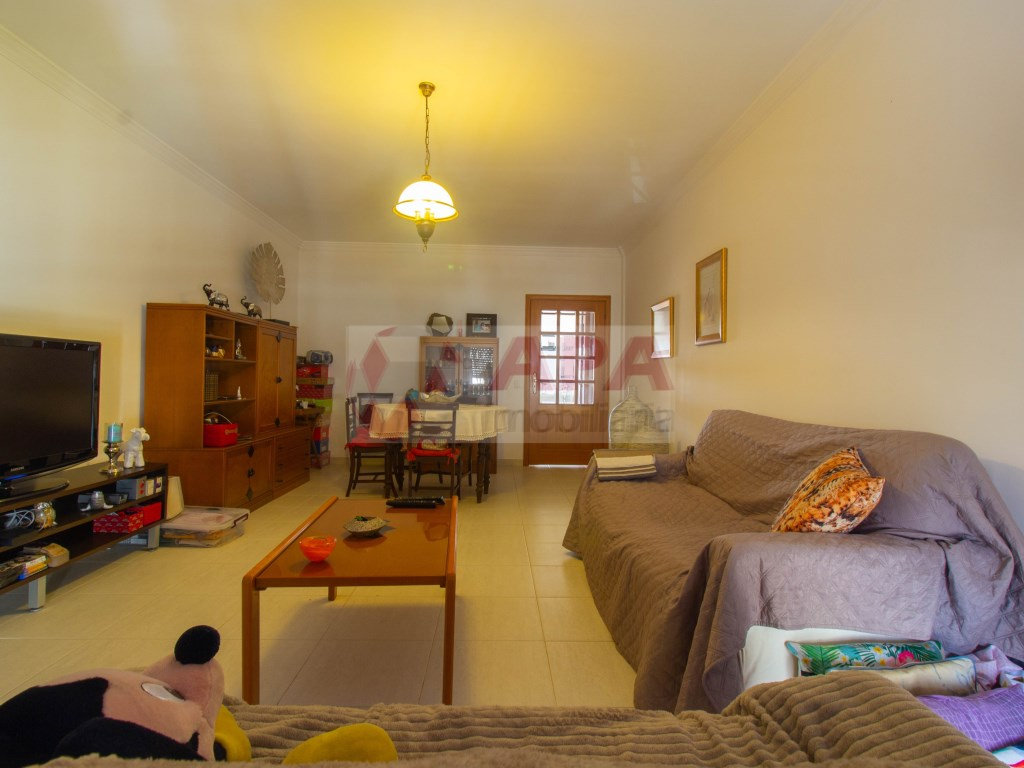 1 Bedroom + 1 Interior Bedroom Apartment in Faro (Sé e São Pedro) (2)