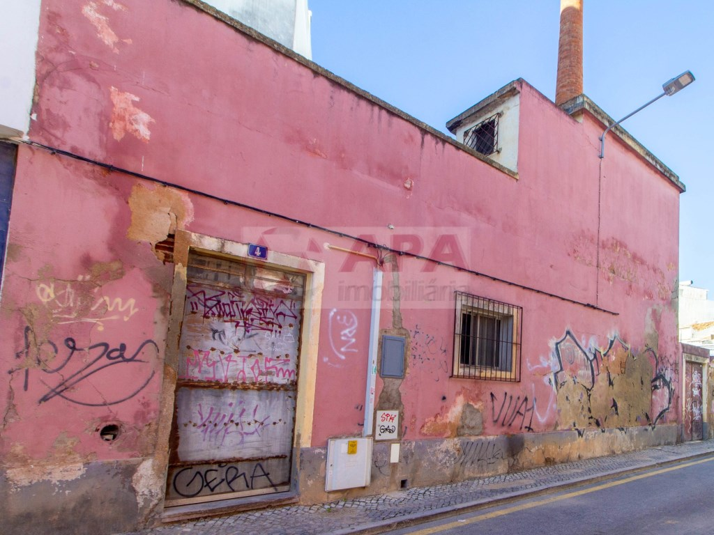 Building in Faro (Sé e São Pedro) (2)