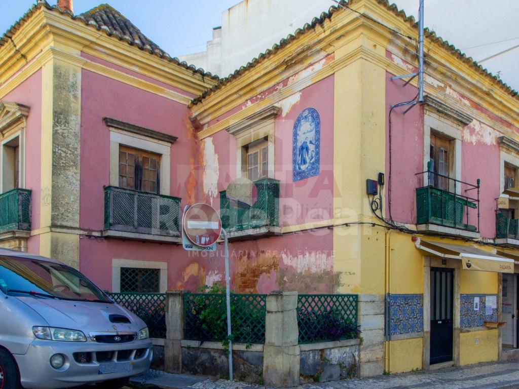Building in Faro (Sé e São Pedro) (1)