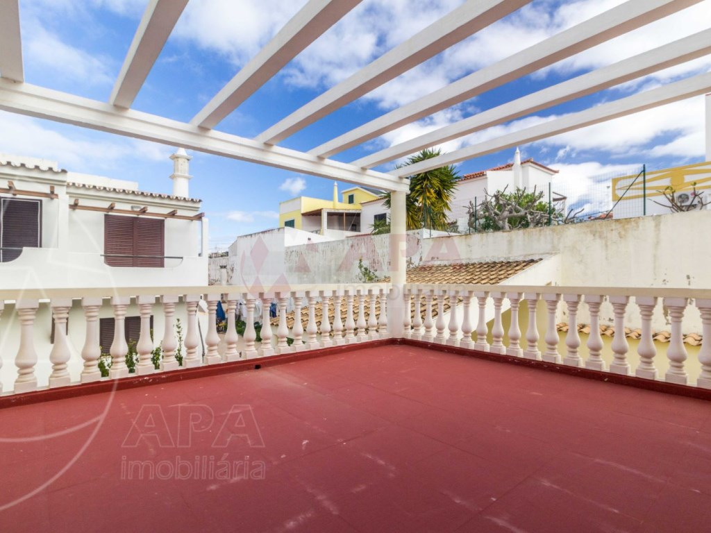 4 Bedrooms Terraced House  in Quinta João de Ourém (24)