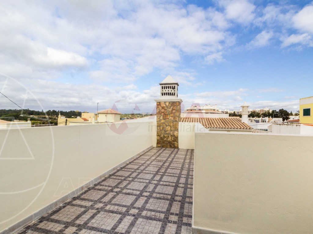 4 Bedrooms Terraced House  in Quinta João de Ourém (25)