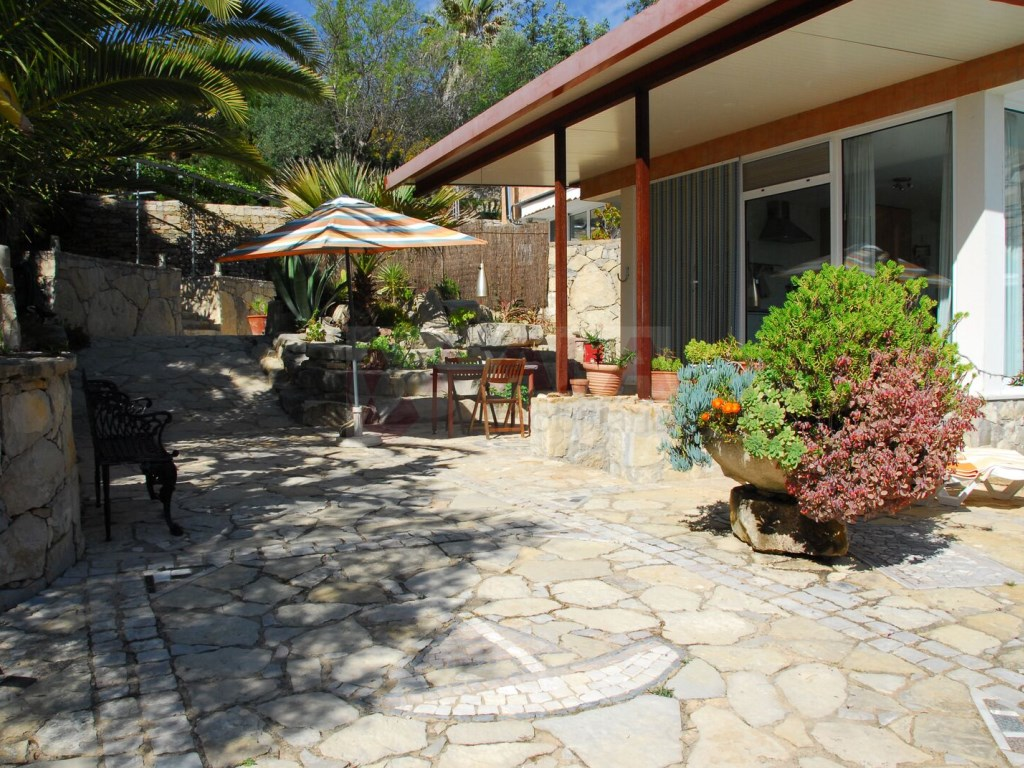 3+2 bedroom villa with swimming pool in Loulé (1)
