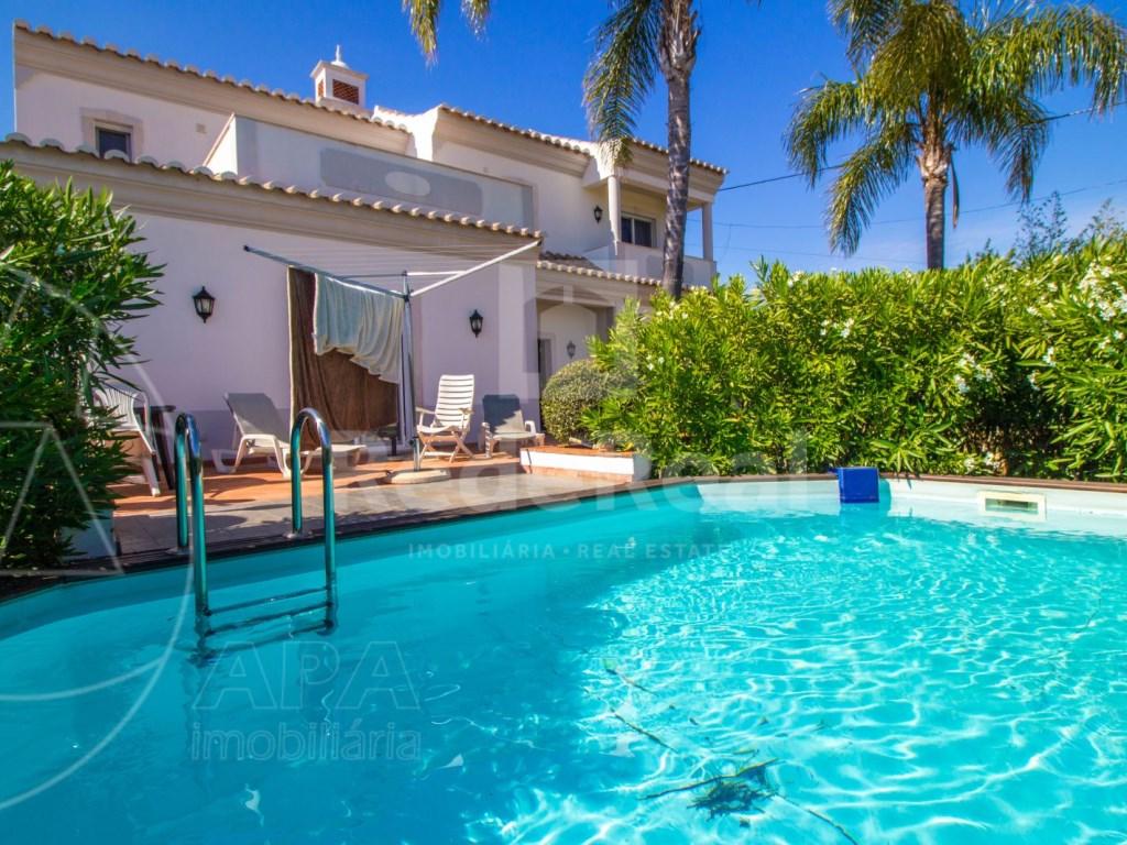 4 bedroom villa with pool in Santa Bárbara de Nexe (1)