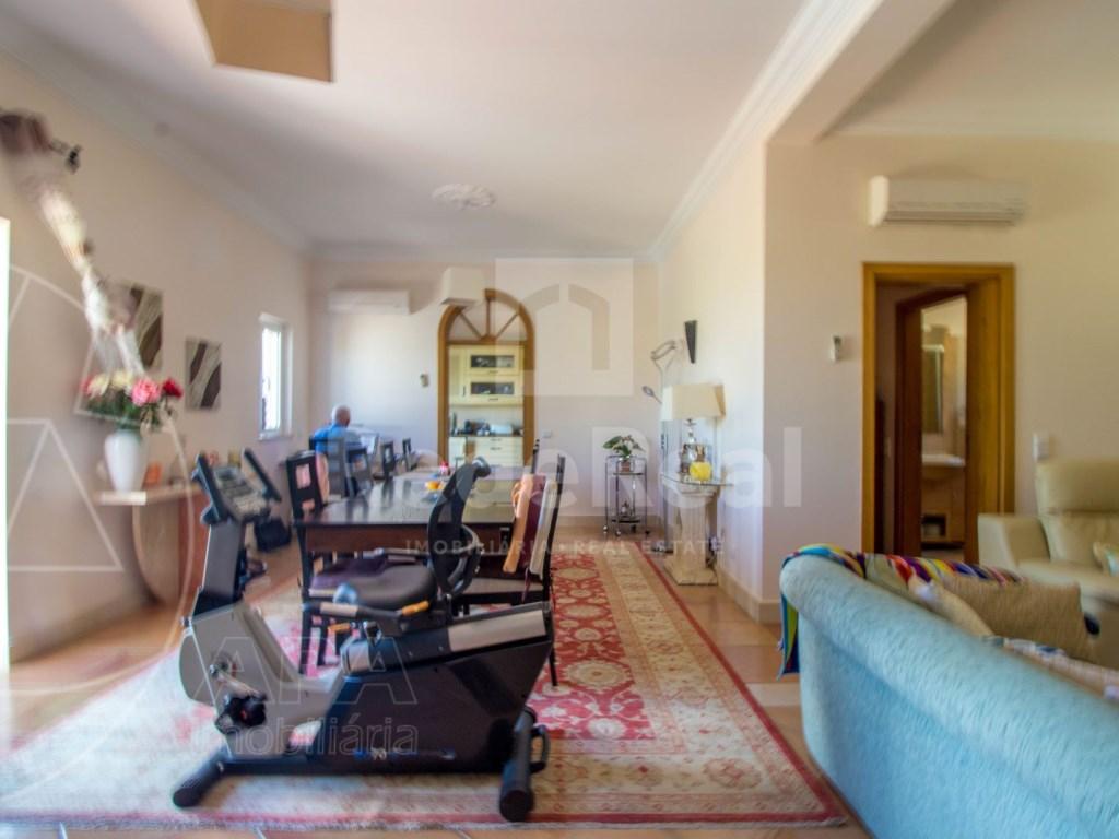 4 bedroom villa with pool in Santa Bárbara de Nexe (9)