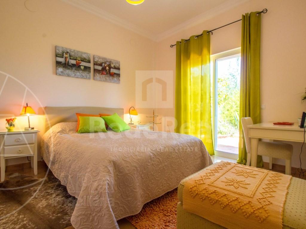 4 bedroom villa with pool in Santa Bárbara de Nexe (21)