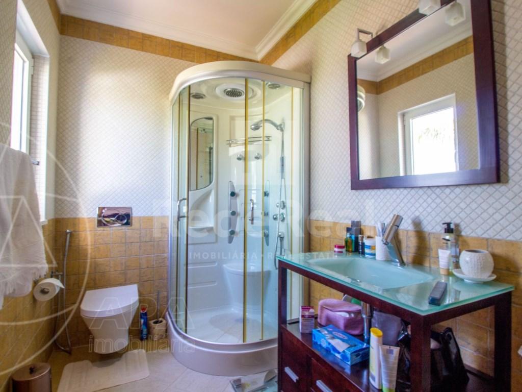 4 bedroom villa with pool in Santa Bárbara de Nexe (28)