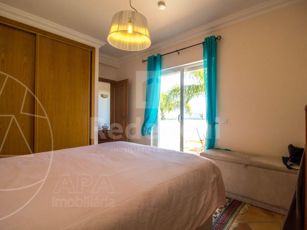 4 bedroom villa with pool in Santa Bárbara de Nexe (31)
