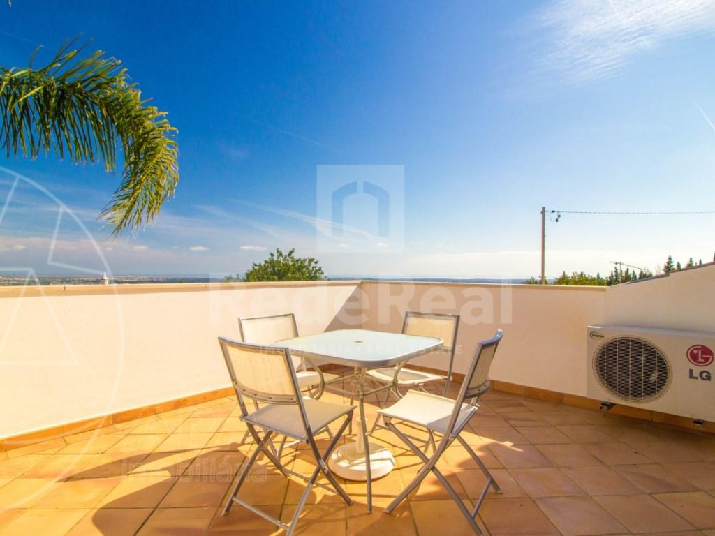 4 bedroom villa with pool in Santa Bárbara de Nexe (34)