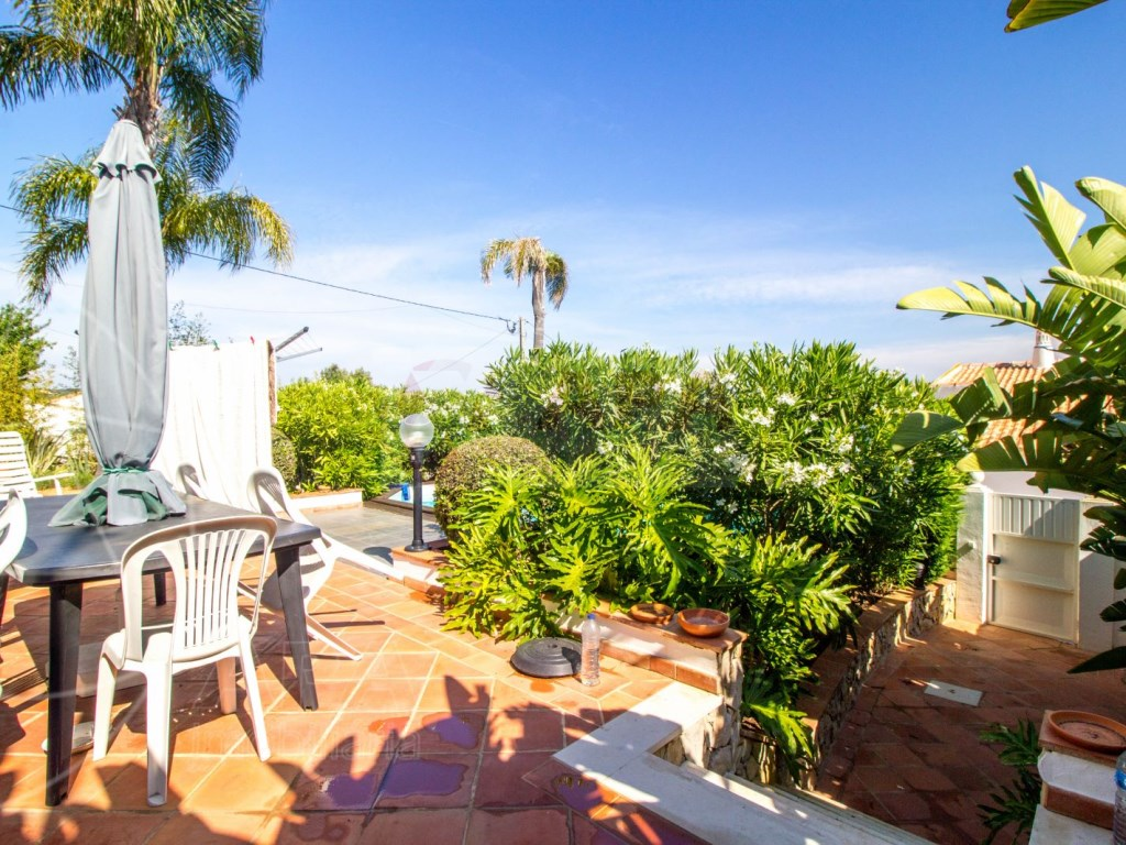 4 bedroom villa with pool in Santa Bárbara de Nexe (35)