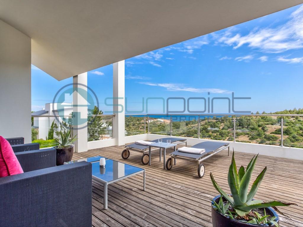 Moderne Villa De Luxe De 4 Chambres Avec Piscine, Une Courte Promenade De  La Plage