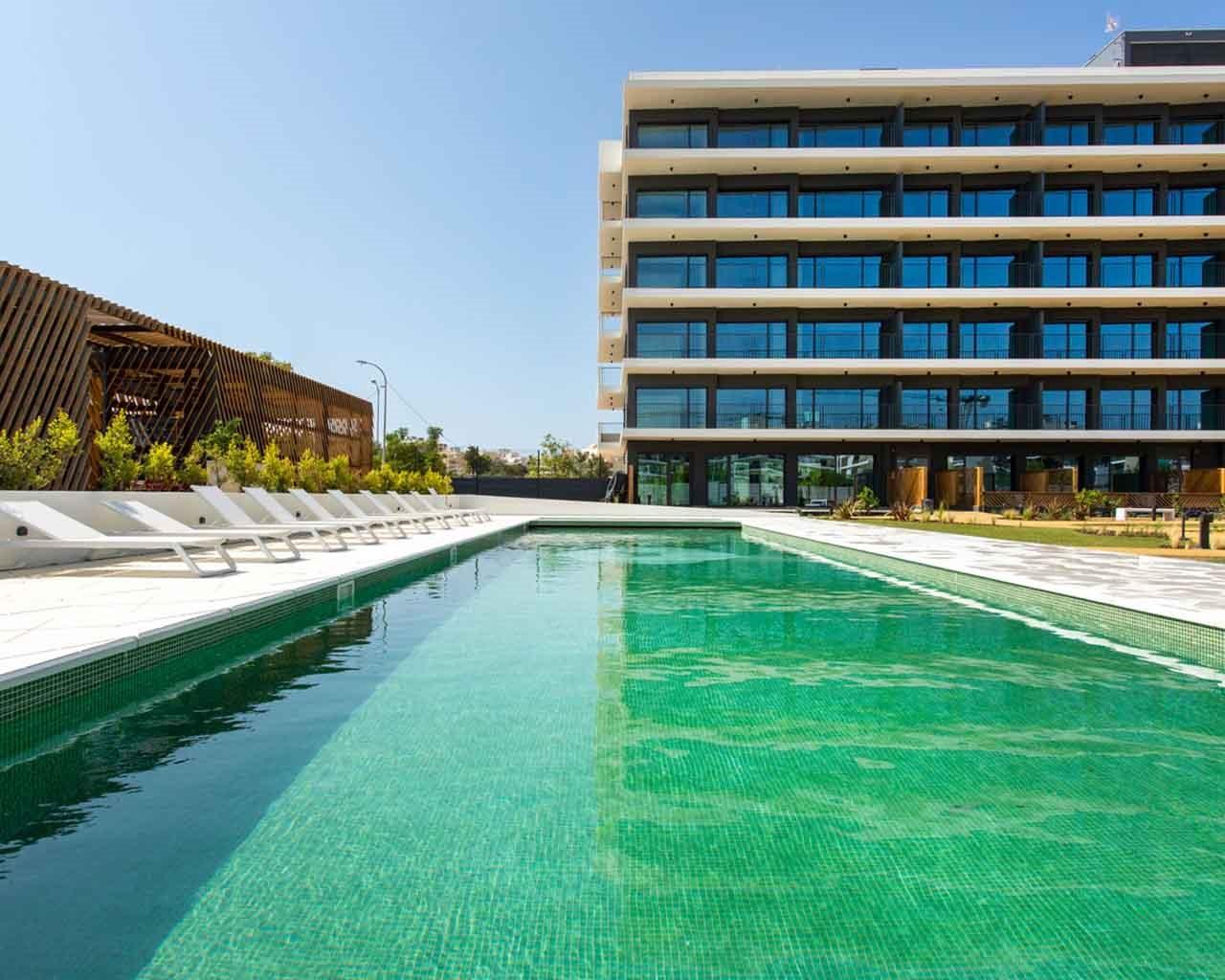 Lux-Garden-Faro_Fachada-piscina